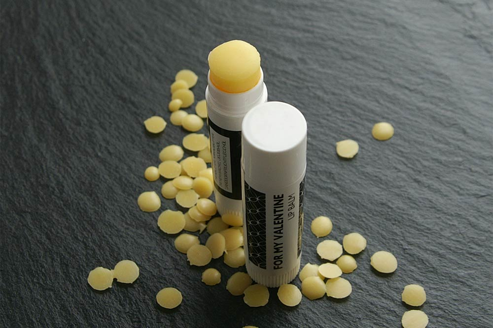 Natürlicher Lippenbalsam mit Pflaumenkernöl und Sanddornfruchtfleischöl